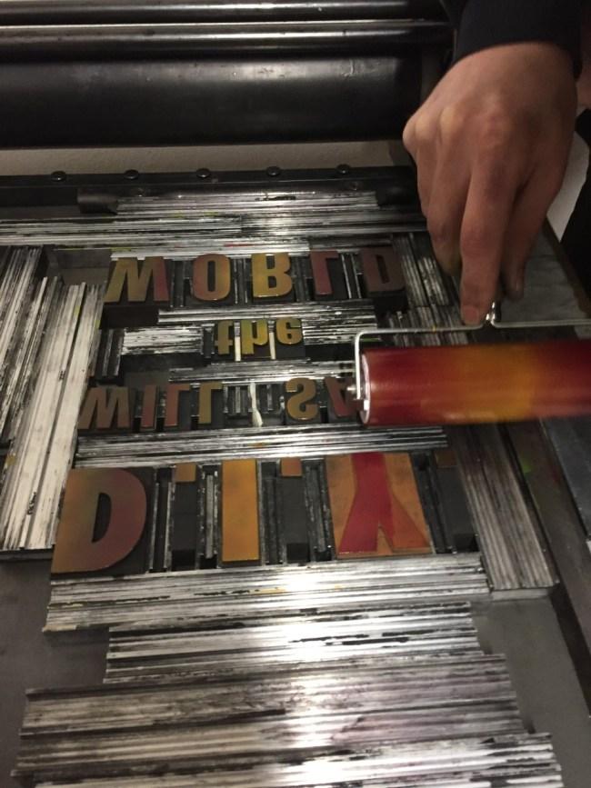 Stampa tipografica a caratteri mobili di legno e piombo. Progetti personali o commissioni. Stampa manuale con torchio tirabozze