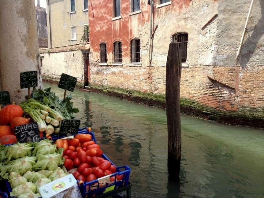 mercato sul canale di venezia