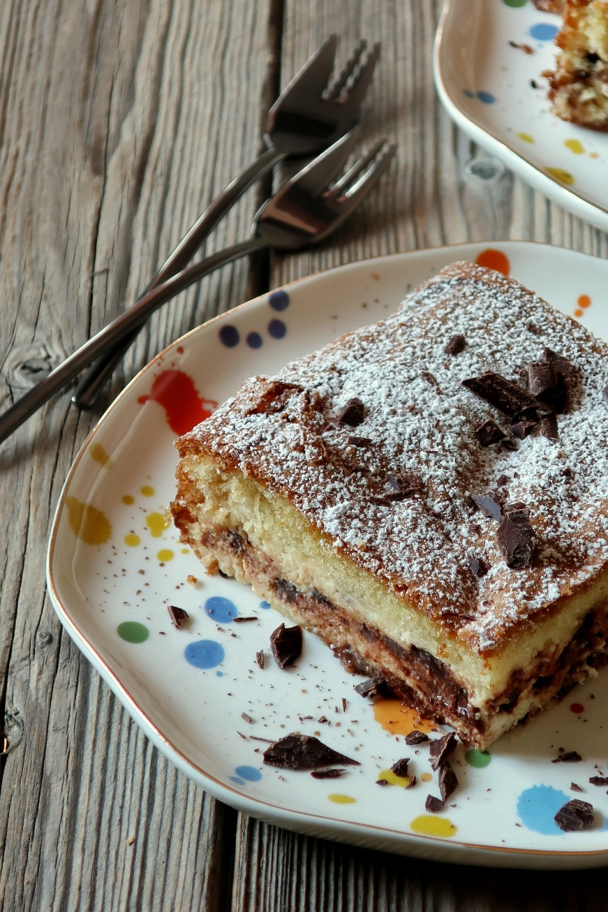 Torta con la crema di ricotta e cioccolato