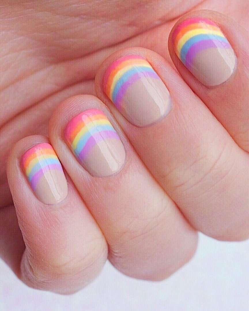 nail art con arcobaleno