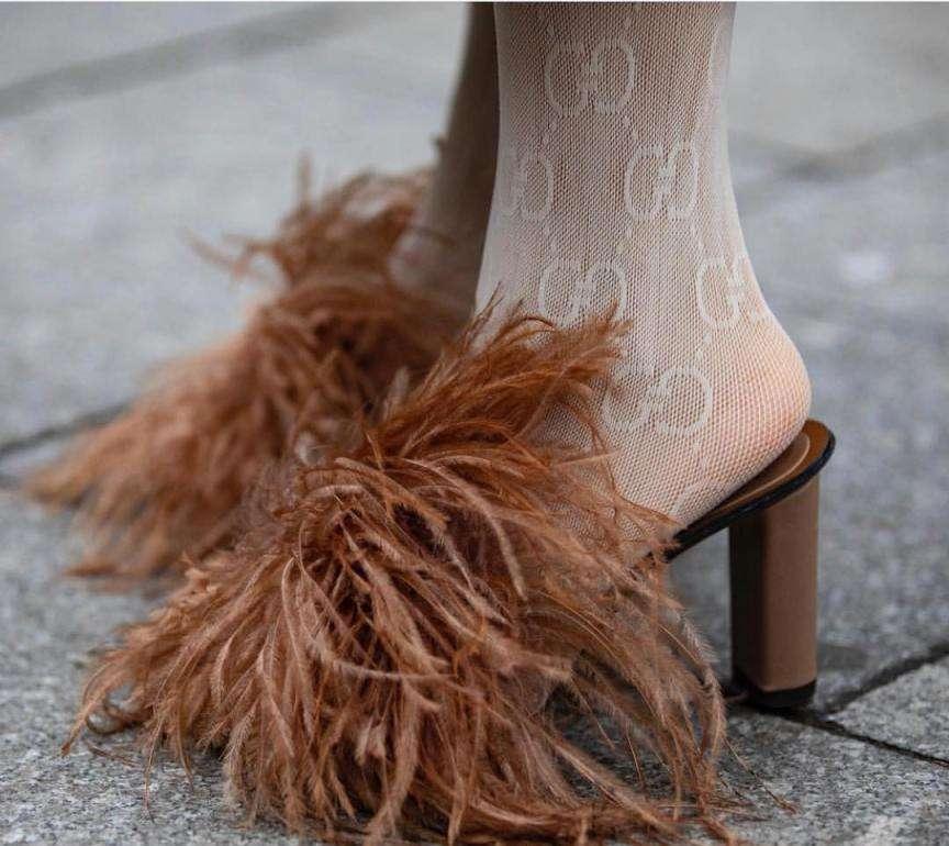 sandali con le piume