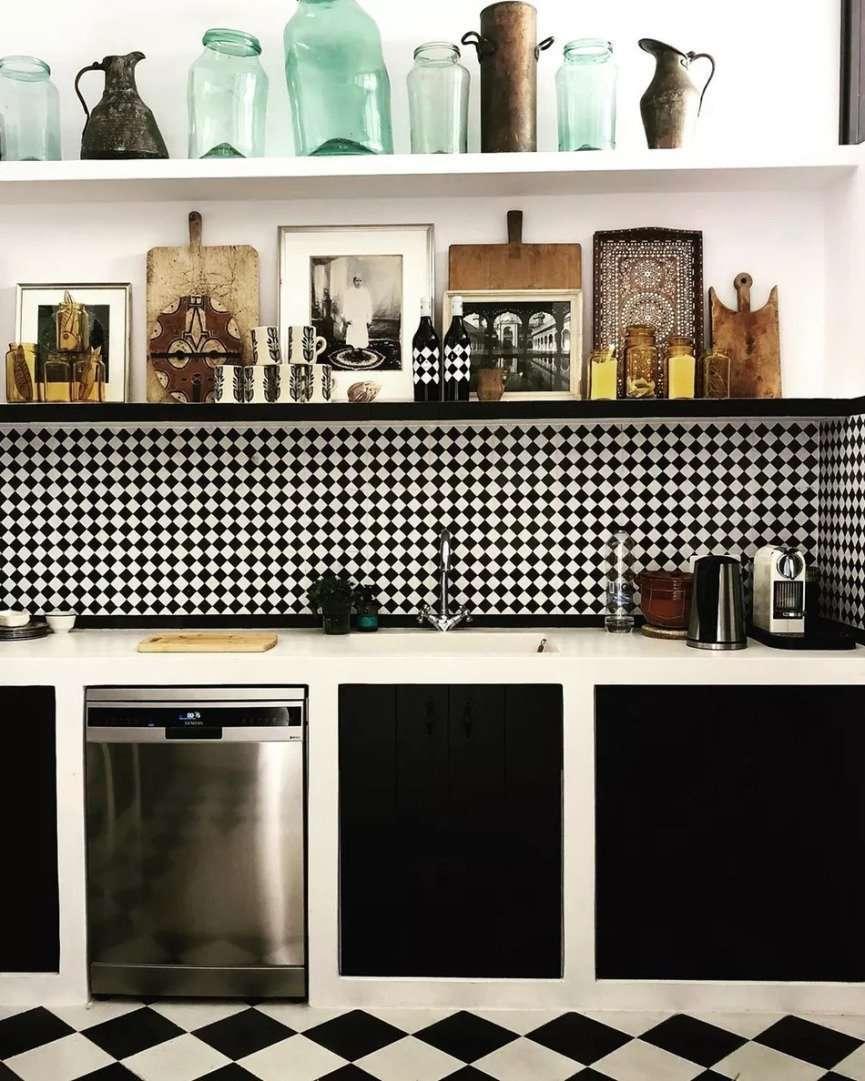 cucina senza pensili ma con mensola