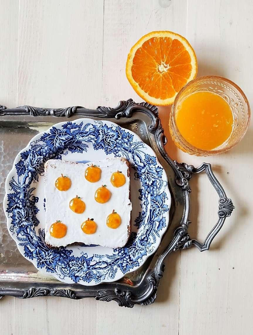 toast dolci e spremuta di arancia