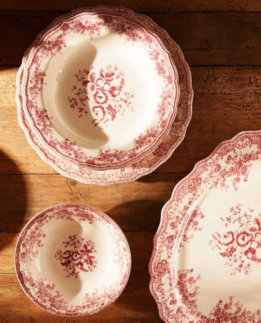 servizio di piatti con decori della nonna