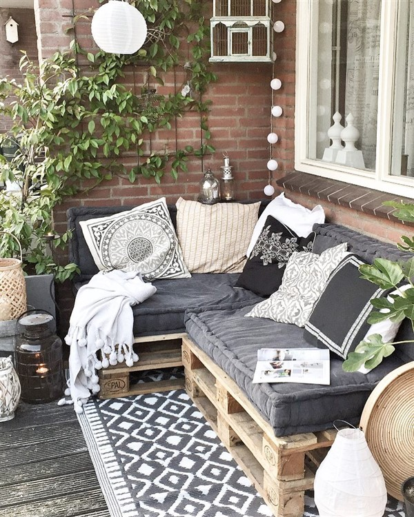 divano in pallet vacanze a casa