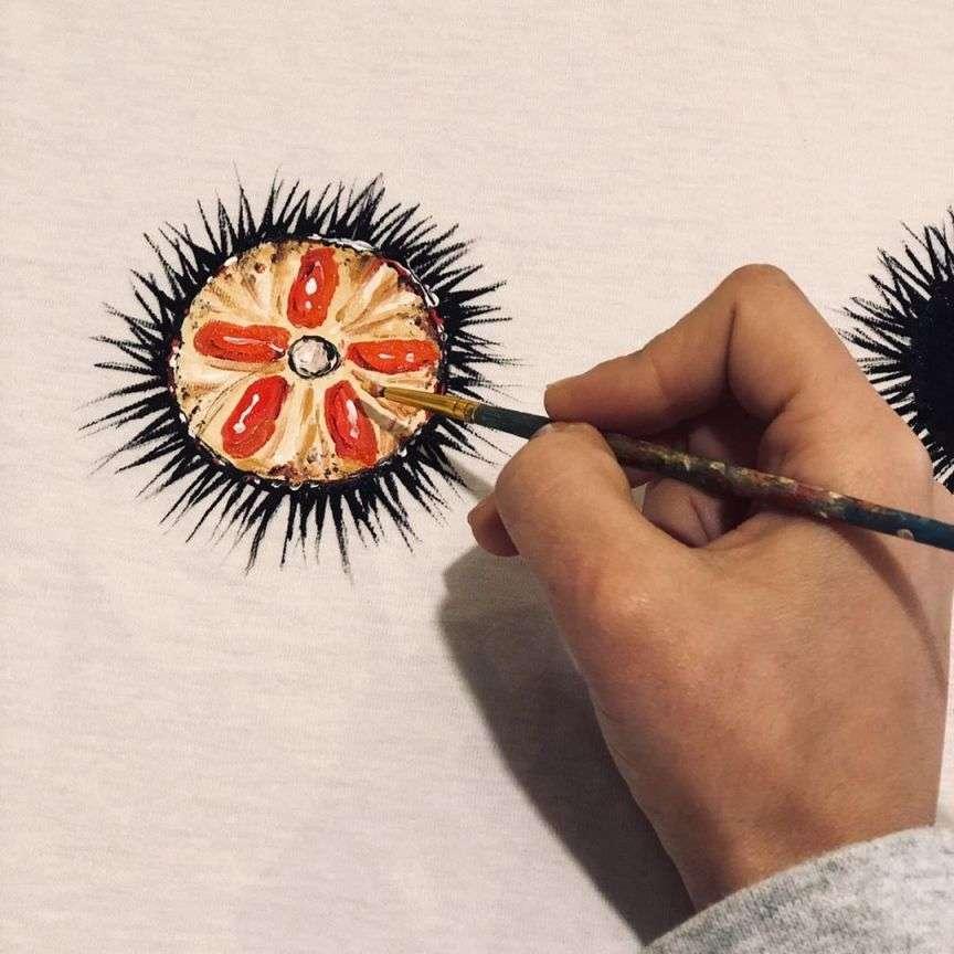 riccio di mare dipinto a mano