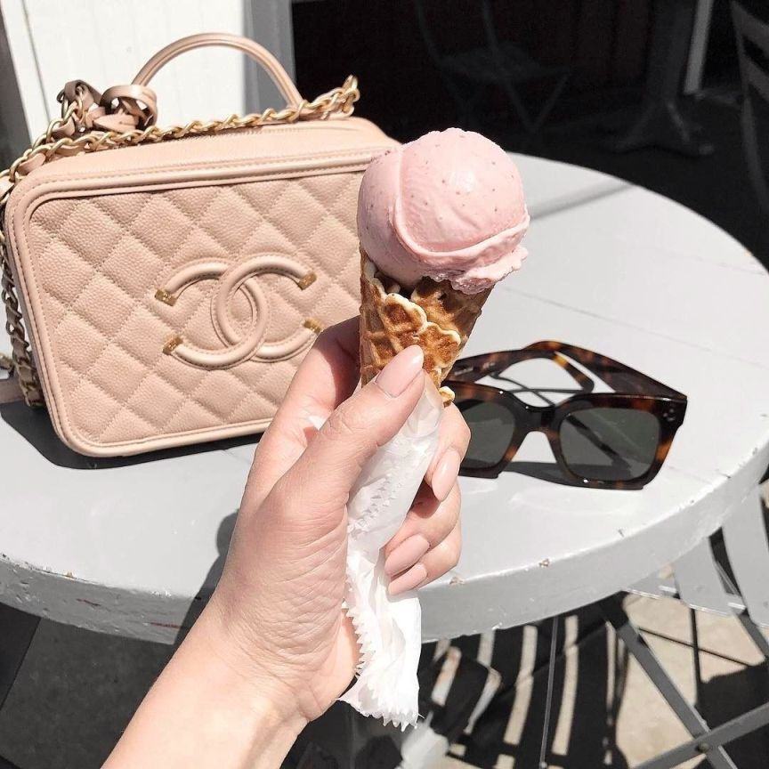 gelato e borsa rosa