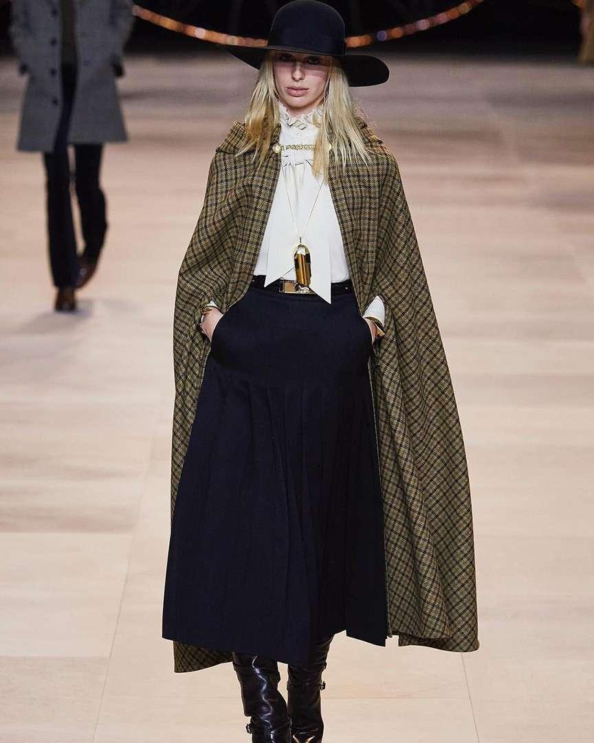 Cappelli fatti a mano nelle sfilate di moda
