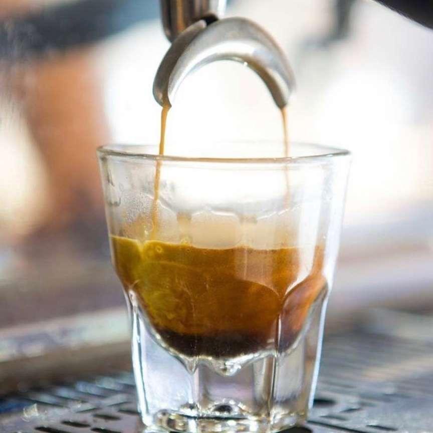 un buon caffè al vetro