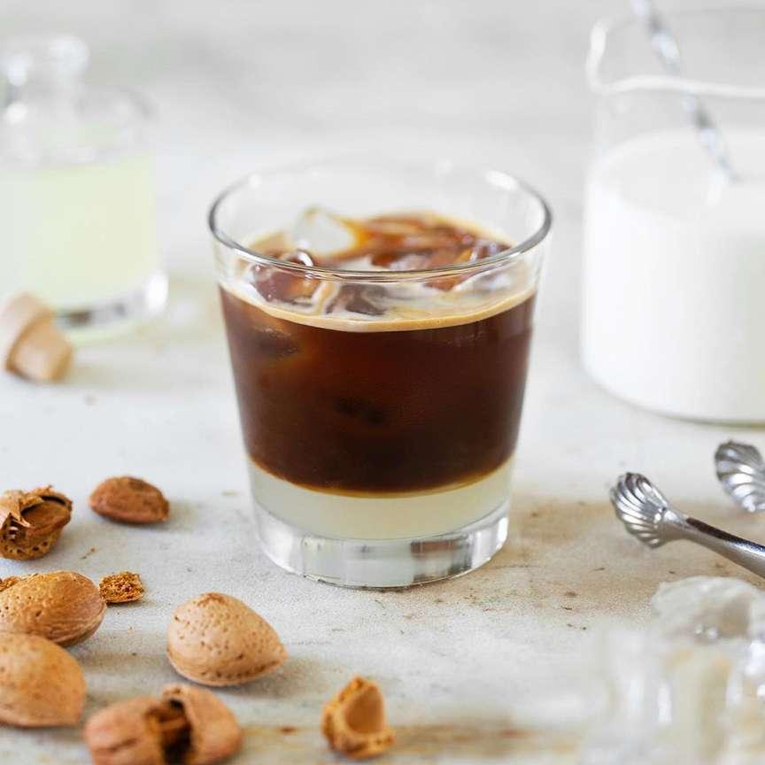 latte di mandorla e caffè