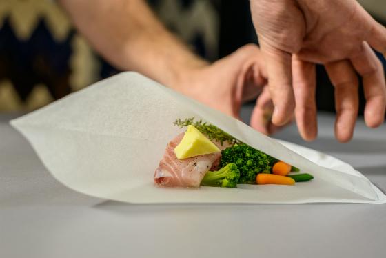 File de biban in papiota cu broccoli, fasole verde si morcovi baby