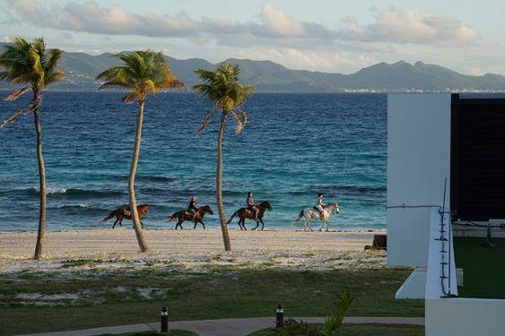 A ilha é o destino da vez para viajantes e aventureiros em busca de experiências e paraísos intocados