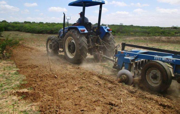 Prefeito de Amparo lança o Programa de Aração de Terras beneficiando agricultores