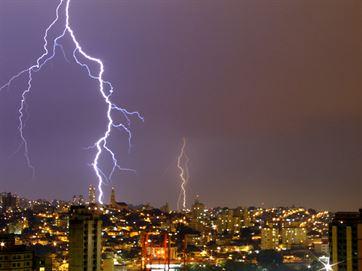 Cidades do Cariri estão sob alerta de chuva intensa, tempestade de raios e vendaval
