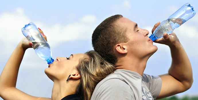 Mantenha a hidratação e evite problemas durante a folia