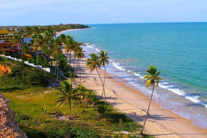 Banhistas podem aproveitar 48 praias do litoral paraibano