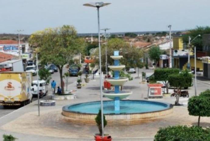 Dupla armada invade residência e deixa mulher baleada em Soledade