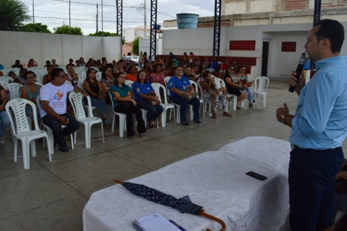 Prefeitura de Sumé repassa orientações aos beneficiários do Programa Leite da Paraíba