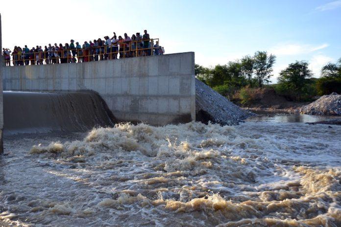 Sistema de abastecimento de água da transposição é reativado em Monteiro