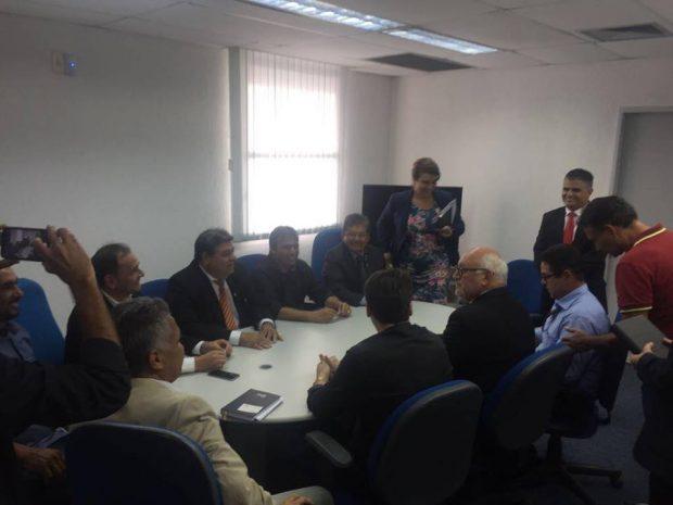 Deputados, prefeitos e lideranças pedem reabertura do Banco do Brasil de Taperoá