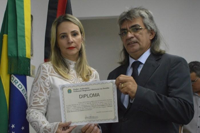 Prefeito de Amparo aceita pedido de demissão da Secretária de Assistência Social