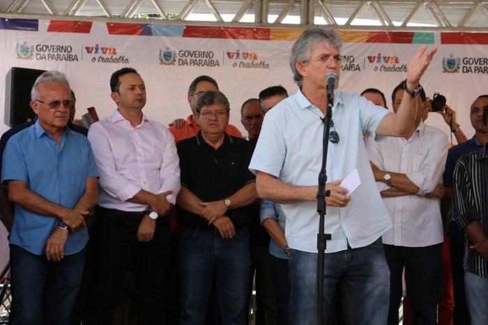 Ricardo entrega Central de Comercialização no Cariri