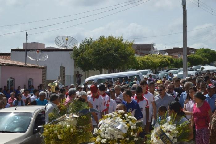 População sumeense se despede do ex-prefeito Leonardo Guilherme nesta terça