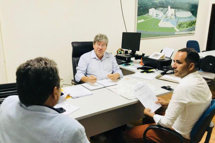 Prefeito se reúne com João Azevedo e encaminha pleitos para S. S. do Umbuzeiro