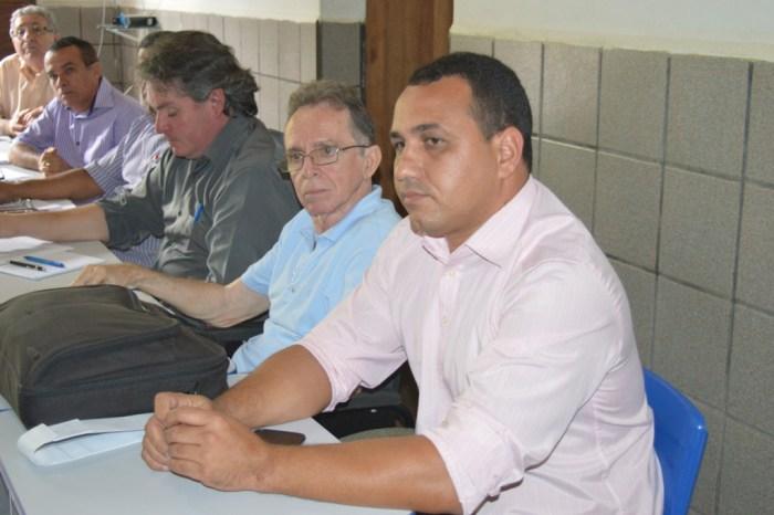 Prefeito Jefferson Roberto solicita melhorias em estradas durante reunião no DER