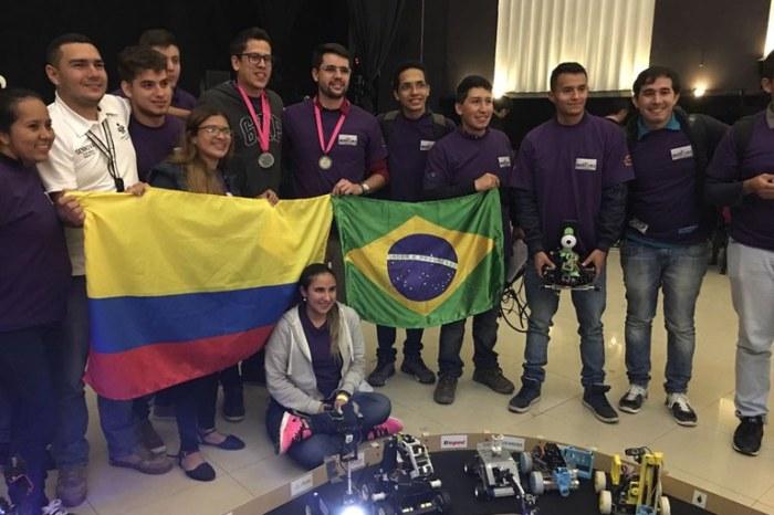 Paraibanos ganham disputa internacional de Robótica na Colômbia