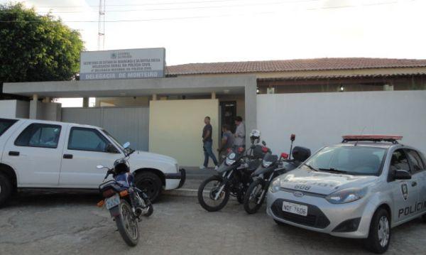 Polícia prende homem suspeito de roubo a um estabelecimento comercial em Monteiro