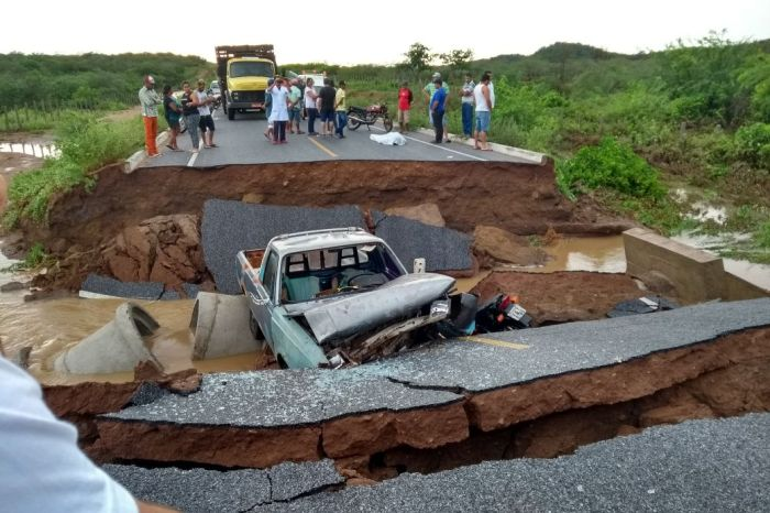 Uma pessoa morre e três ficam feridas após rompimento de estrada no Cariri paraibano