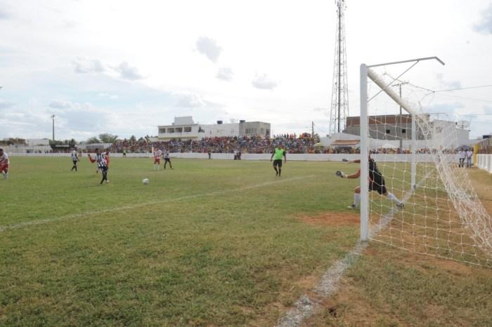 Com apoio da Prefeitura de Monteiro, Campeonato de Veteranos começa neste domingo