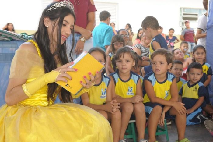 Prefeitura de Monteiro entrega livros didáticos para alunos da educação infantil