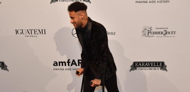 """Neymar se irrita e manda: """"Não me enche o saco"""""""