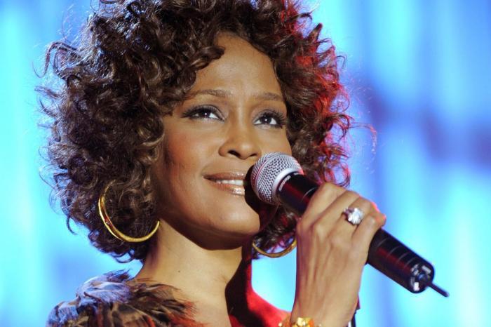 Documentário sobre vida de Whitney Houston ganha teaser