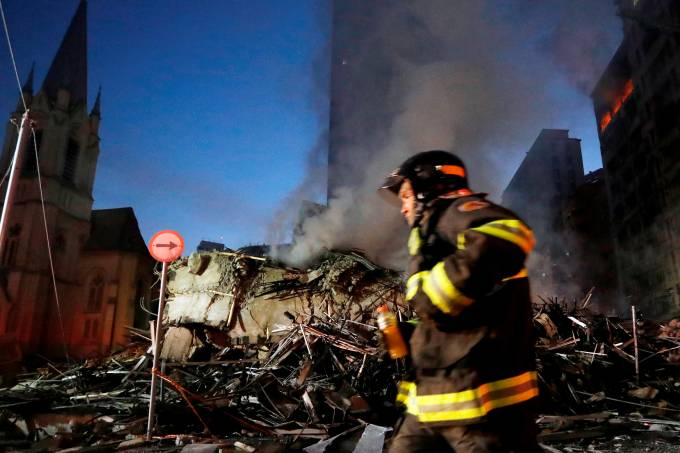 Prédio de 24 andares desaba em incêndio no Centro de São Paulo
