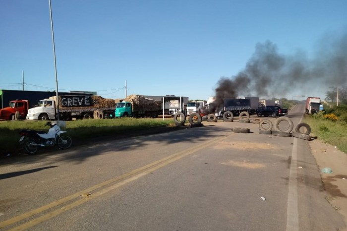 Caminhoneiros fazem 2° dia de protesto contra preço dos combustíveis em Monteiro