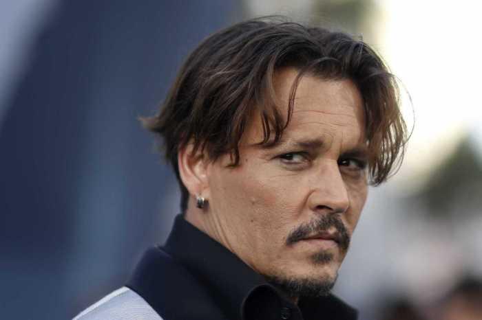Embriagado, Johnny Depp ataca membro de equipe de filmagem