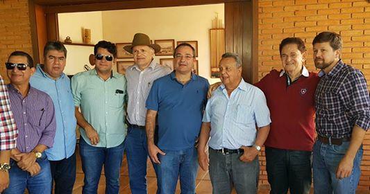 Ex-ministro da agricultura recebe paraibanos em feira