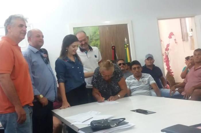 Ao lado da prefeita Lorena, vereadores prestigiam reunião do Programa de Cisternas