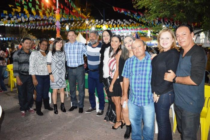 Gente Boa e Rita de Cássia encerram shows no palco principal do São João de Sumé