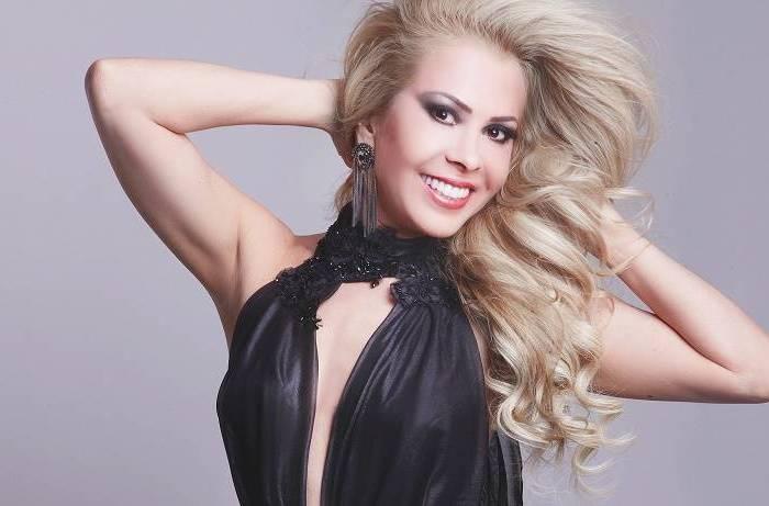 Cantora Joelma cai no palco em show no Suriname