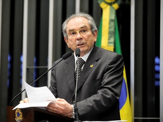 Raimundo Lira anuncia retirada de pré-candidatura ao Senado