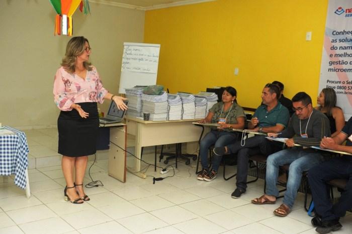 Equipes da rede municipal de ensino participam de capacitação em Monteiro