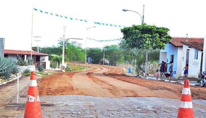 Estrada que liga Gurjão a BR 412 passa por melhorias para realização do Bode na Rua