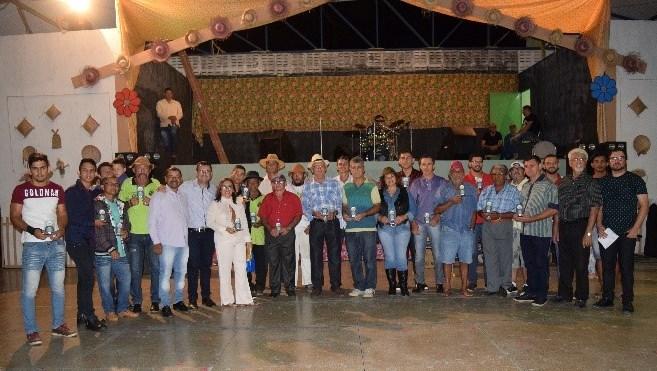 """Tradicional """"Festa de Santo Antônio"""" oferece prêmio homenageia artistas camalauenses"""