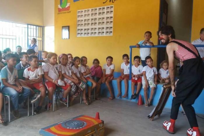 "Escolas da zona rural de Sumé recebem Projeto Cultural ""Interatos""da FUNESC"