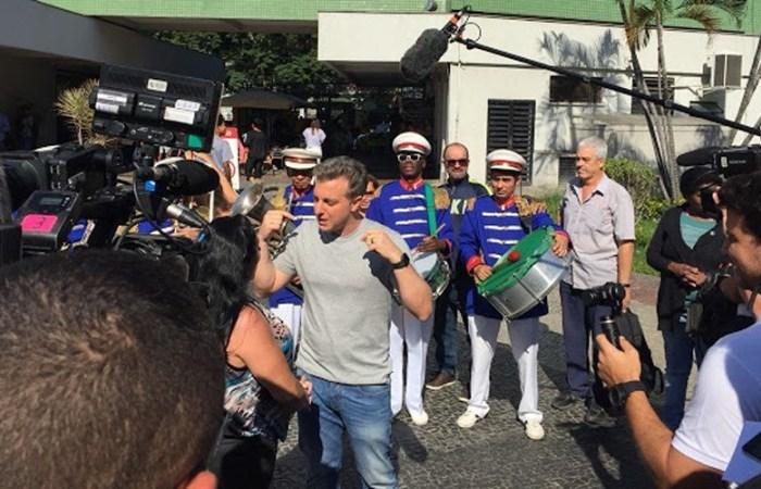 Apresentador global, Luciano Huck realiza gravações em Teixeira