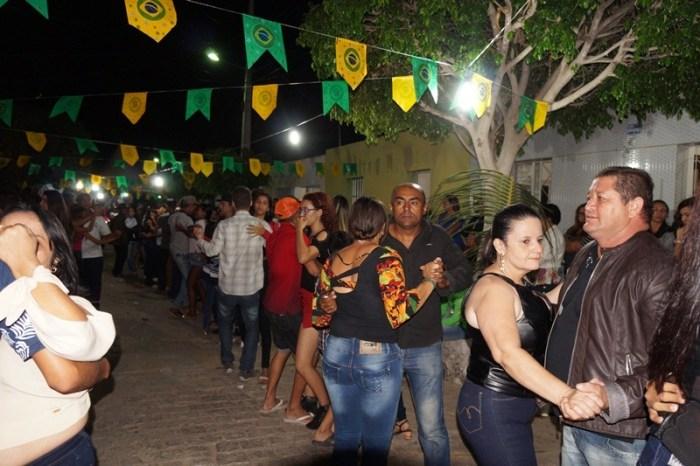 São Sebastião do Umbuzeiro realiza quadrilha Junina com recorde de público